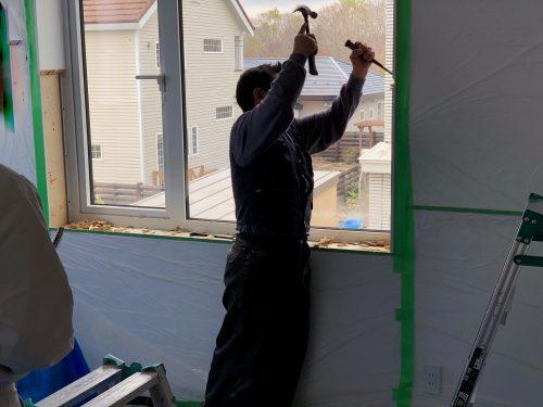 窓枠の取り外し作業