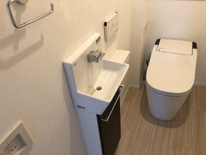 2階のトイレの手洗い器コフレル