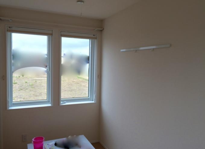 3.5畳子供部屋窓とピクチャーレール