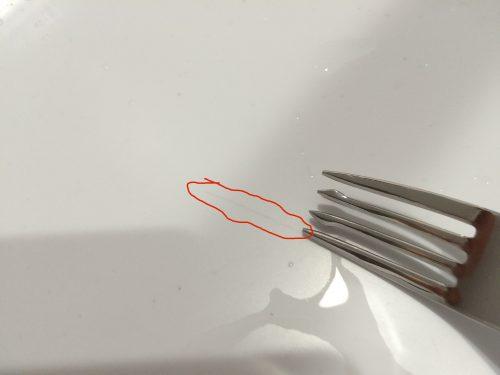 樹脂シンクにフォークで傷つけた