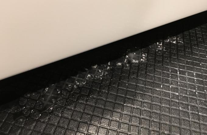 水垢にクエン酸をふりかける