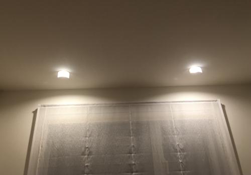 光源を隠し眩しさを抑えたダウンライト2