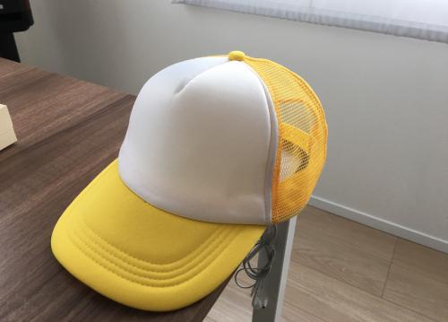 眩しさ対策に帽子