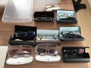 大量の眼鏡