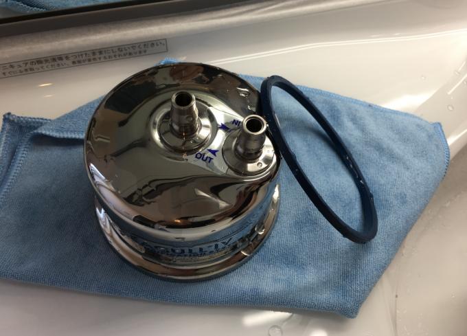 洗った浄水器本体とパッキン