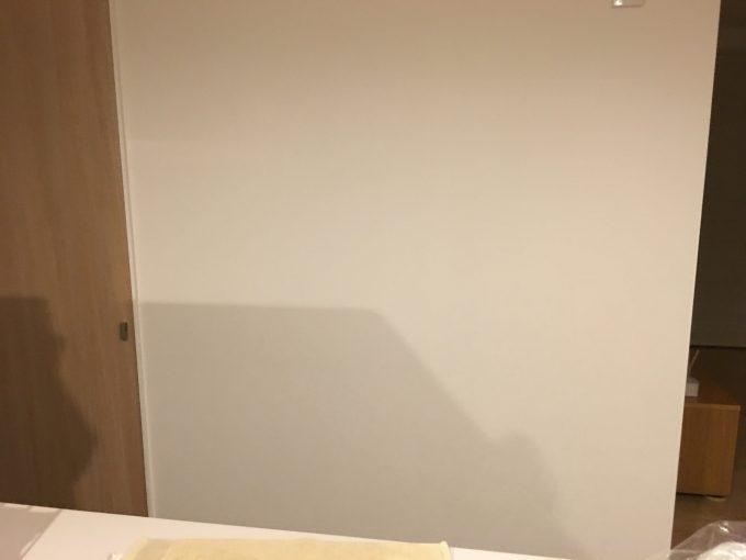 キッチン正面の壁