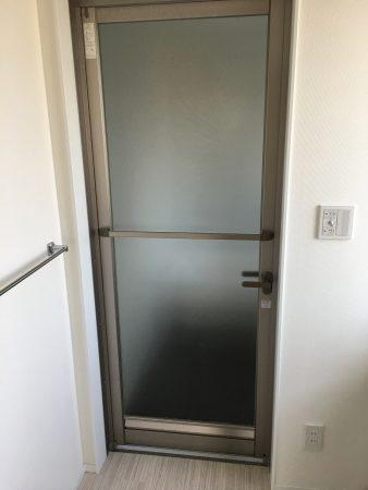 新品のユニットバスの扉