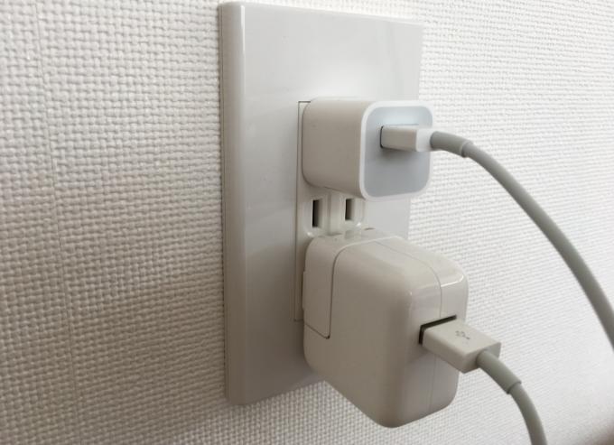 ipadとiPhoneの充電ケーブル