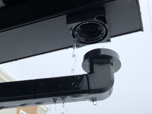 壊れた雨樋