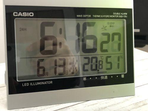 今朝の室温と湿度