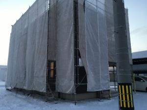 窓交換工事中の家