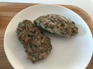 行者ニンニクとお肉のミンチ焼き完成