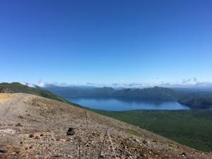樽前山の頂上から支笏湖