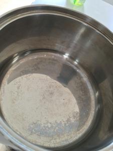 オキシクリーン洗浄前の鍋