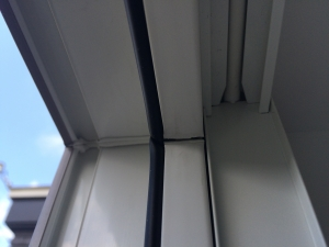 窓右上の割れ1