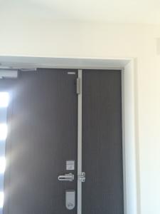 玄関ドアセンサー取り付け後の扉