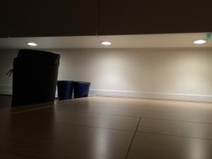 シューズウォール下の照明2