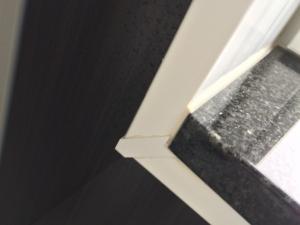 お風呂の窓枠正常部分