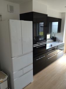 GR-H510FVと黒いキッチン