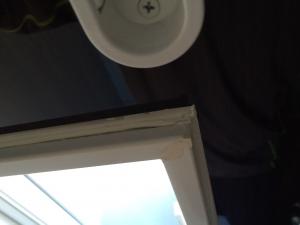 お風呂の窓枠コーキングはがれ