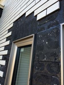 初日窓枠工事終了後の外壁タイル1