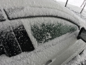 凍り付いた車のドア