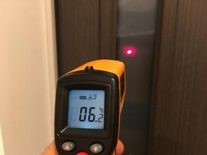 玄関ドアの採光窓の温度