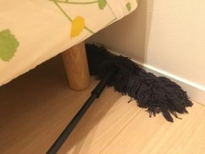 ベッドの足の隙間の掃除
