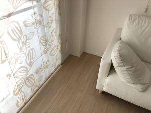 ソファ横窓際のスペース