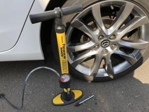 タイヤの空気を入れる